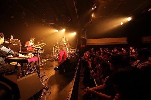 💃🌓THANK YOU🌓🕺 Moon Dance TOUR at darwin💫🎸 Guestにiriを迎えての仙台公演、多数のご来場をありがとうございました。#WONK でLIVEの様子もチェック!来月は9/19(木)梅田⇨9/20(金)札幌と続きます。チケットは残りわずかなのでお急ぎを。🎫LINK IN BIO  🎤 @kentwits 🎹 @ayatake 🎸 @kan7666 🥁 @hikaru_pxr ---------------- 🎸 @kazuyandrix  🎺 @yochimasago 🎷 @koheisax_melraw   💐 @i.gram.iri  #WONK #MoonDance #EPISTROPH 