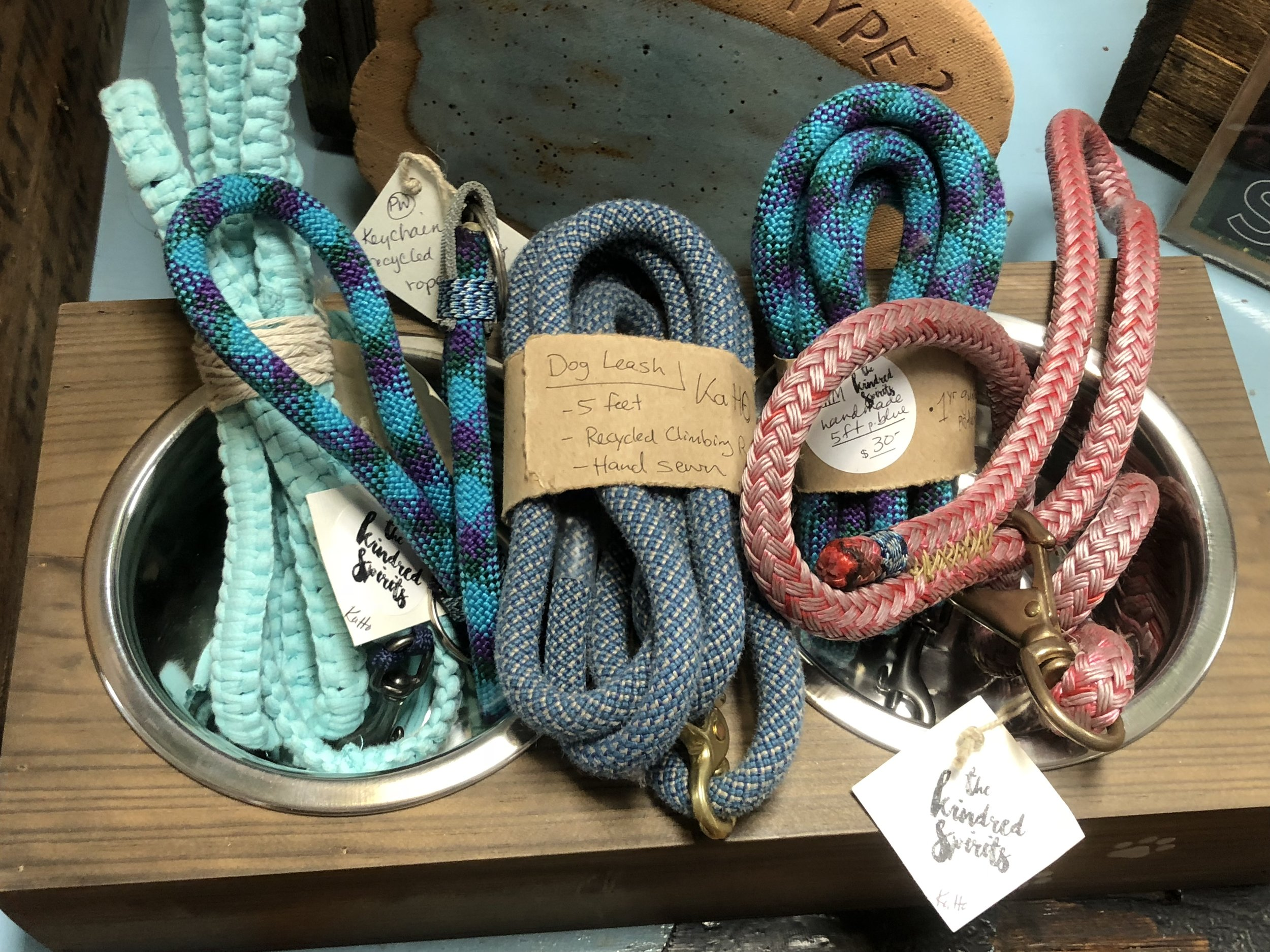 PHILLIP MACDONALD - KaHo - Kind and Helpful objectsDOG LEASHES FROM RETIRED CLIMBING ROPE