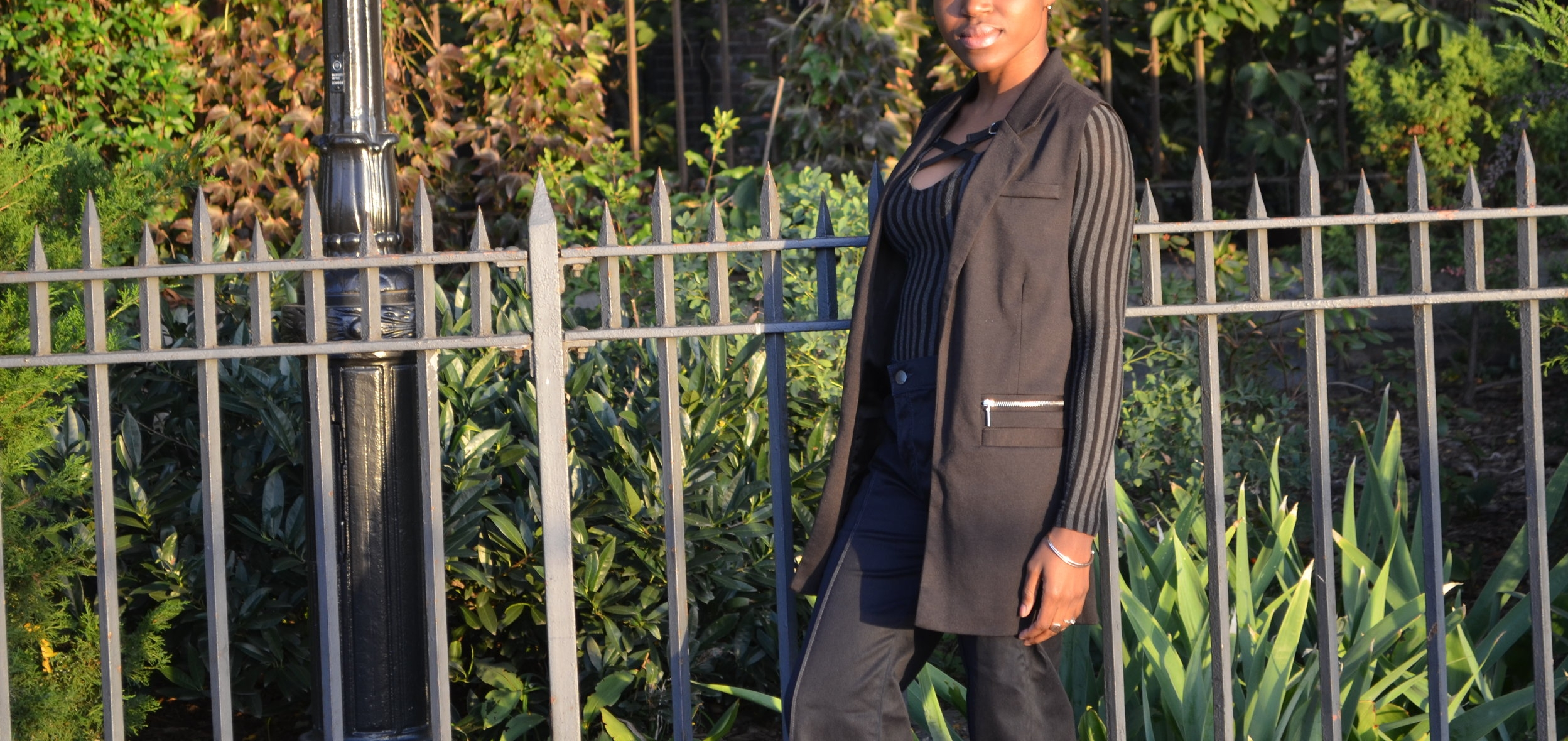 Read  How to wear a sleeveless blazer  for a chic power look!