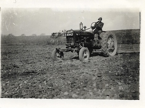 Easter Rhynd March 1944 tractor.jpg