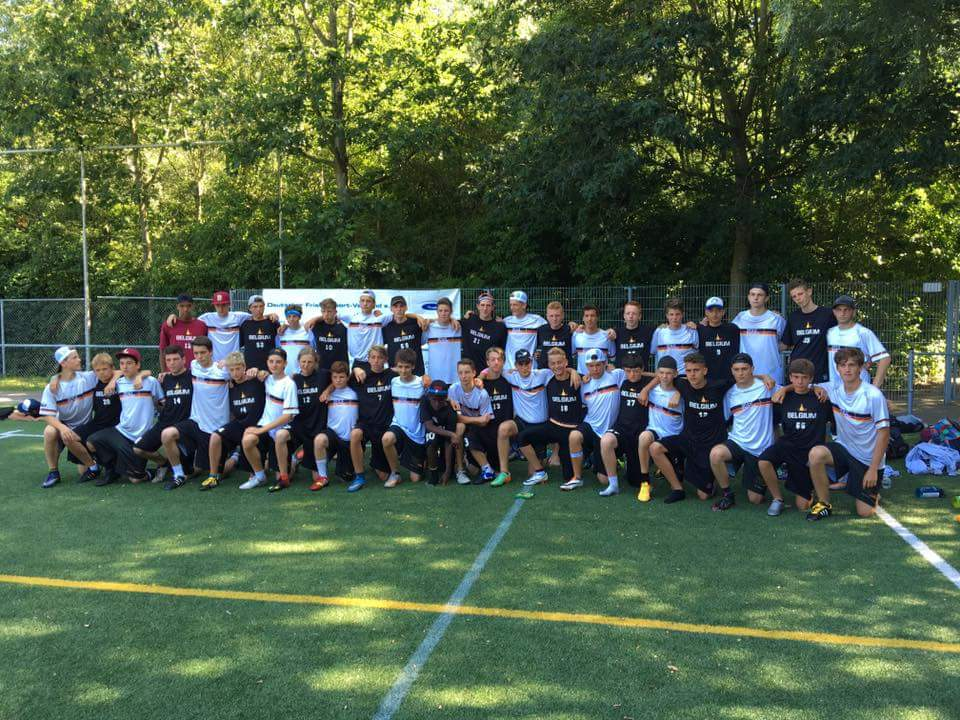 The U17 Belgian National Open team with the German U17 National Open team after their hard-fought match that ended 13-12 for the Germans.