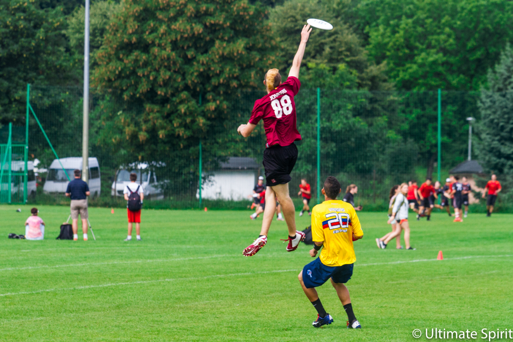 Réphaël Jonkers #88 elevating for a catch against Colombia U20.