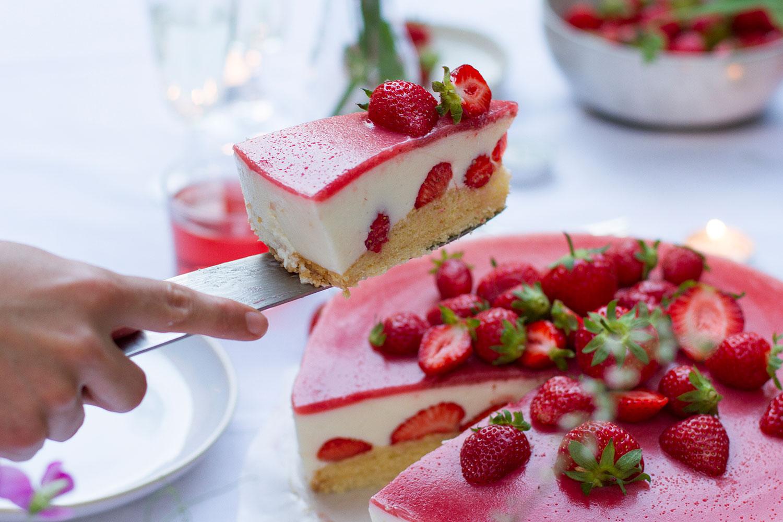 03_NOMNOM_Erdbeer_Champagner_Torte.jpg