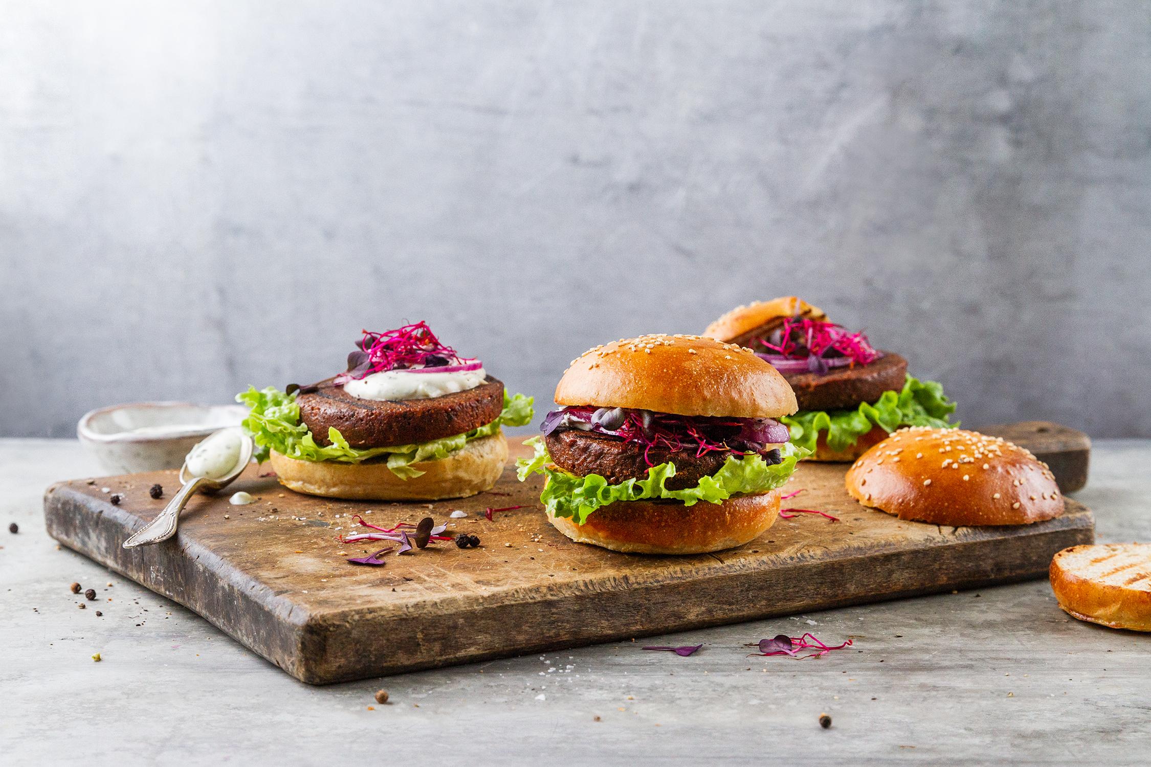 04_Burger_ohne_Verpackung_Vonvorne_Querormat.jpg
