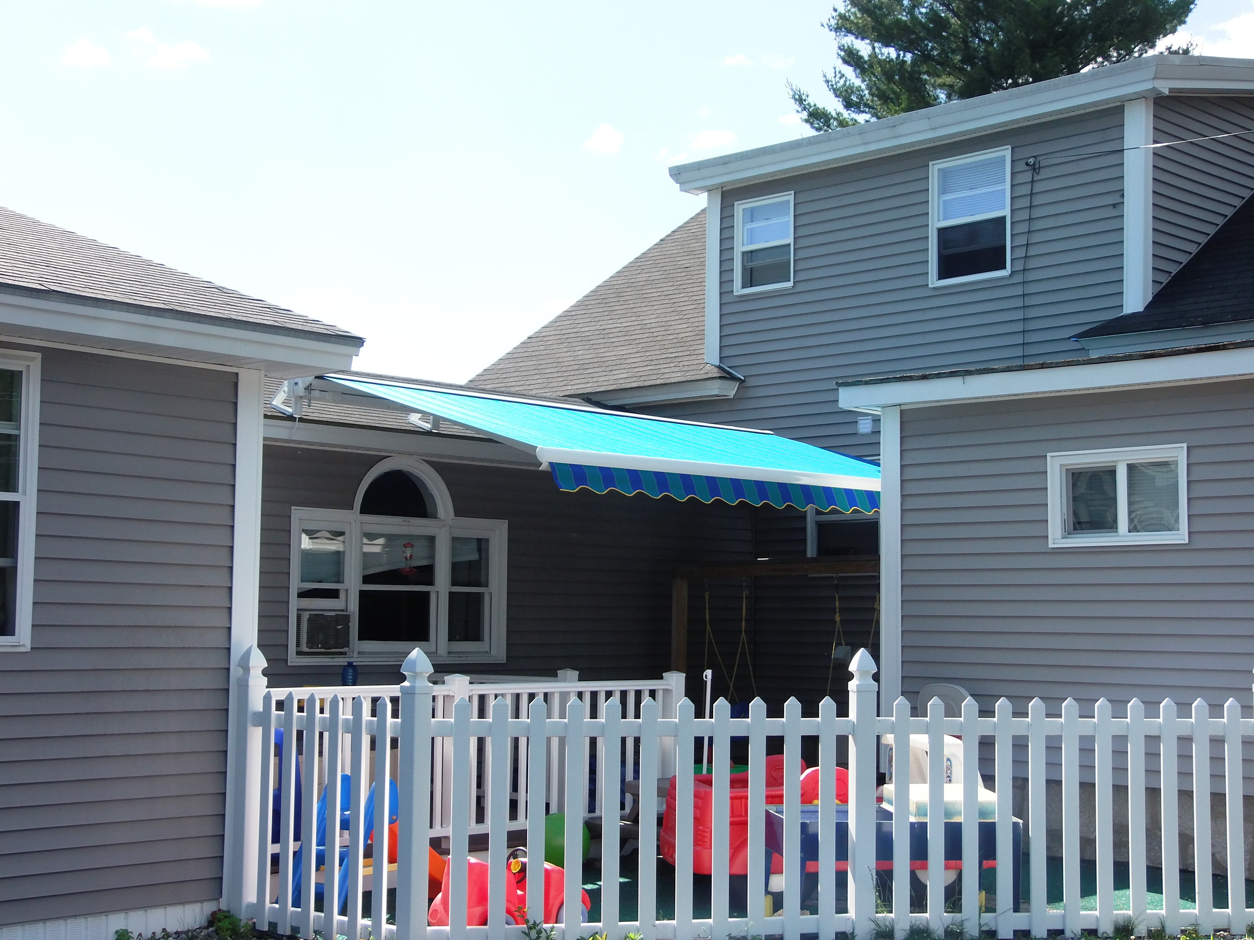 Goffstown, NH - Retractable Awning