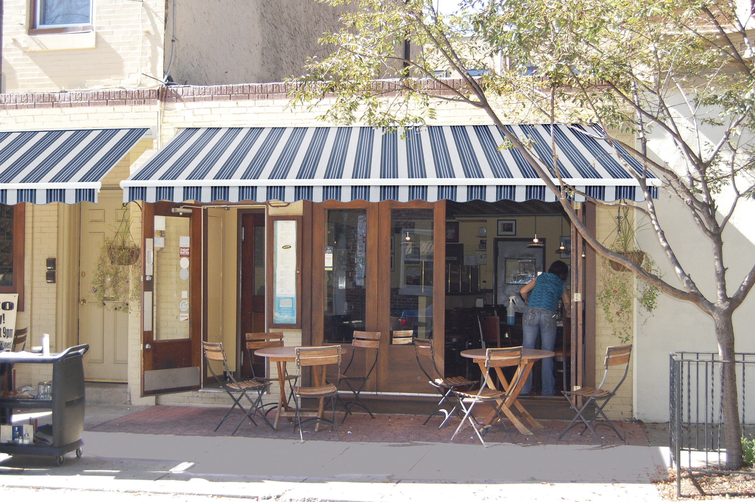 Commercial shade products - retractable awnings