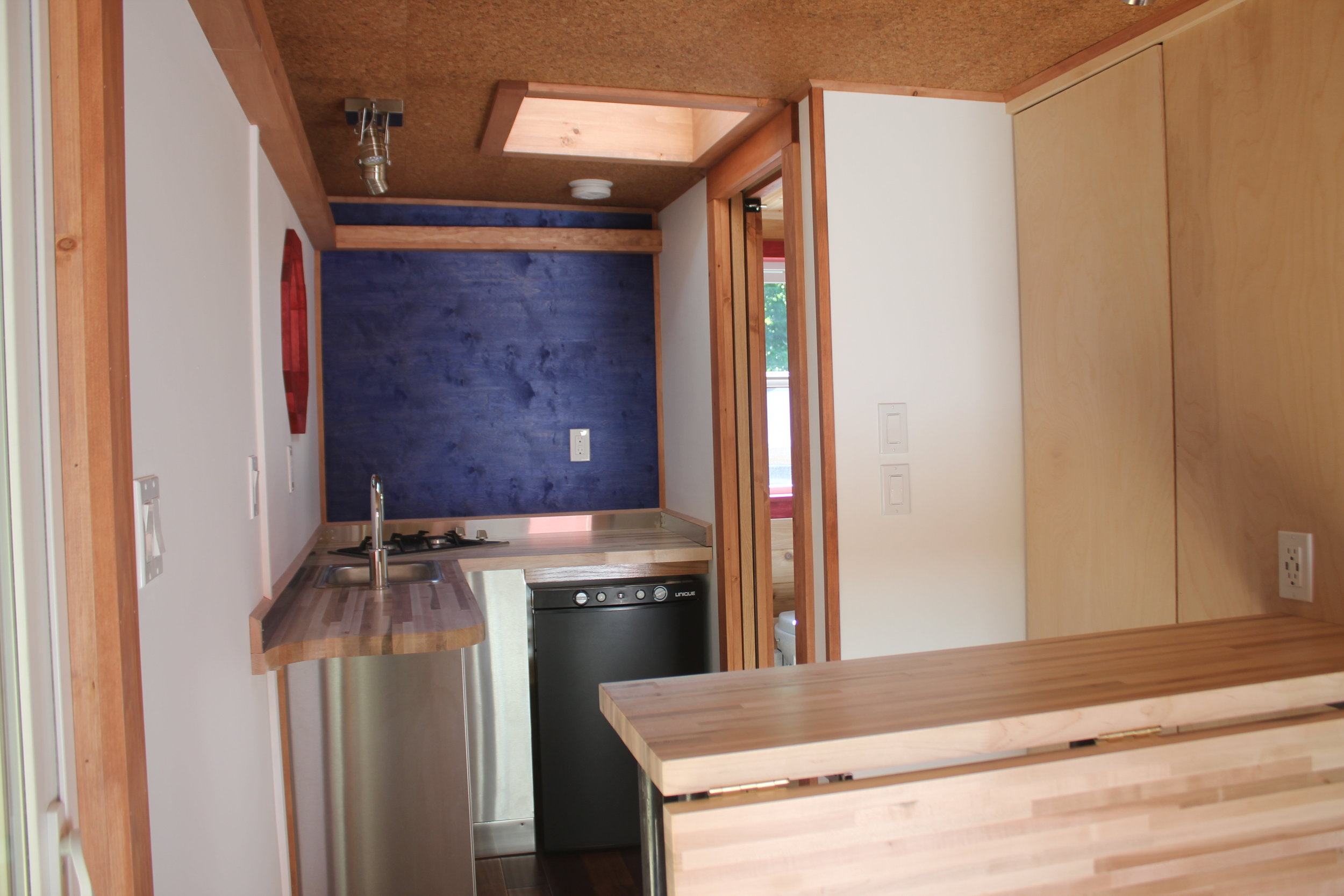 tinyhouse_kitchen_whirly