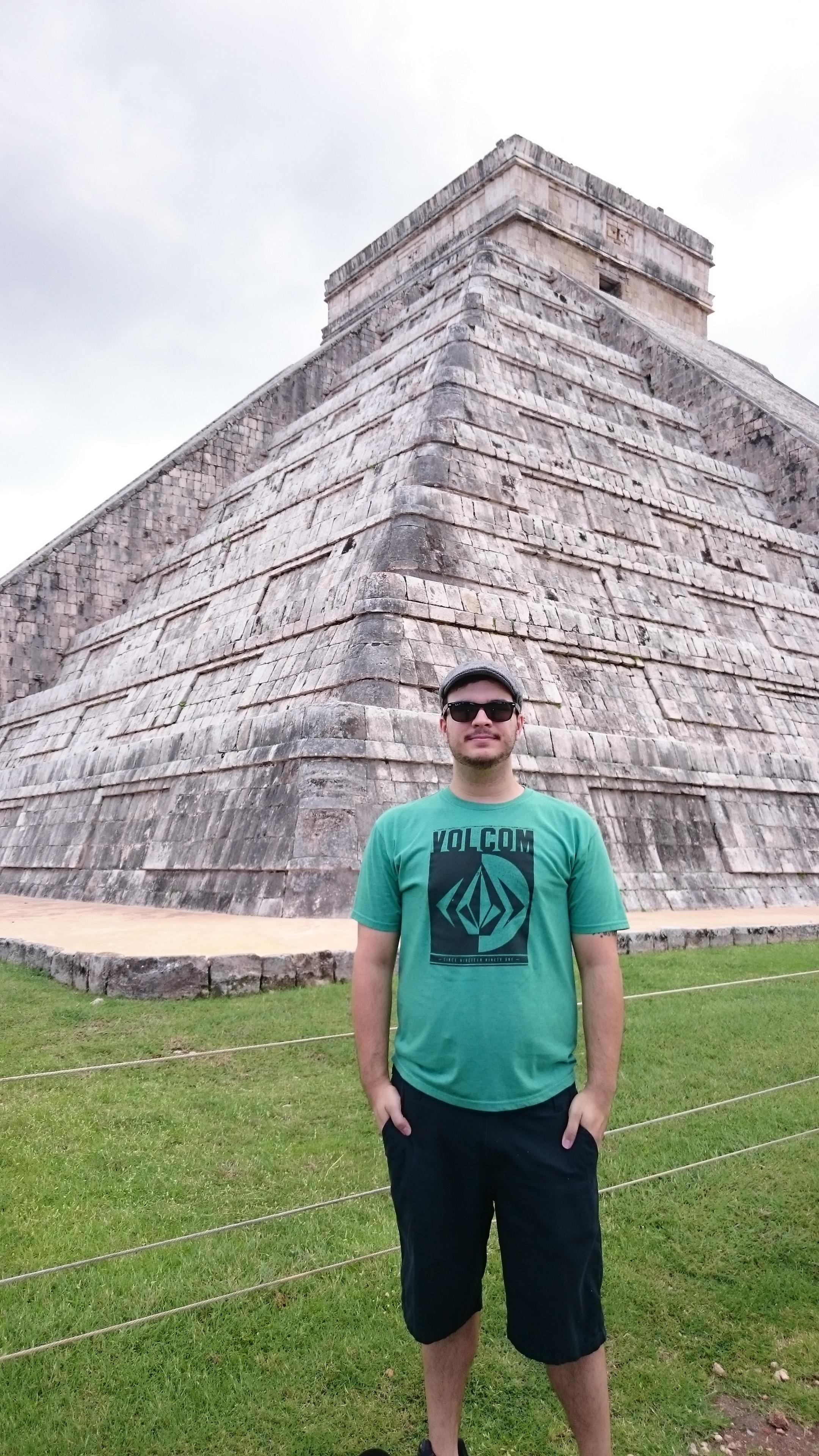 Me at the Chichén Itzá pyramid