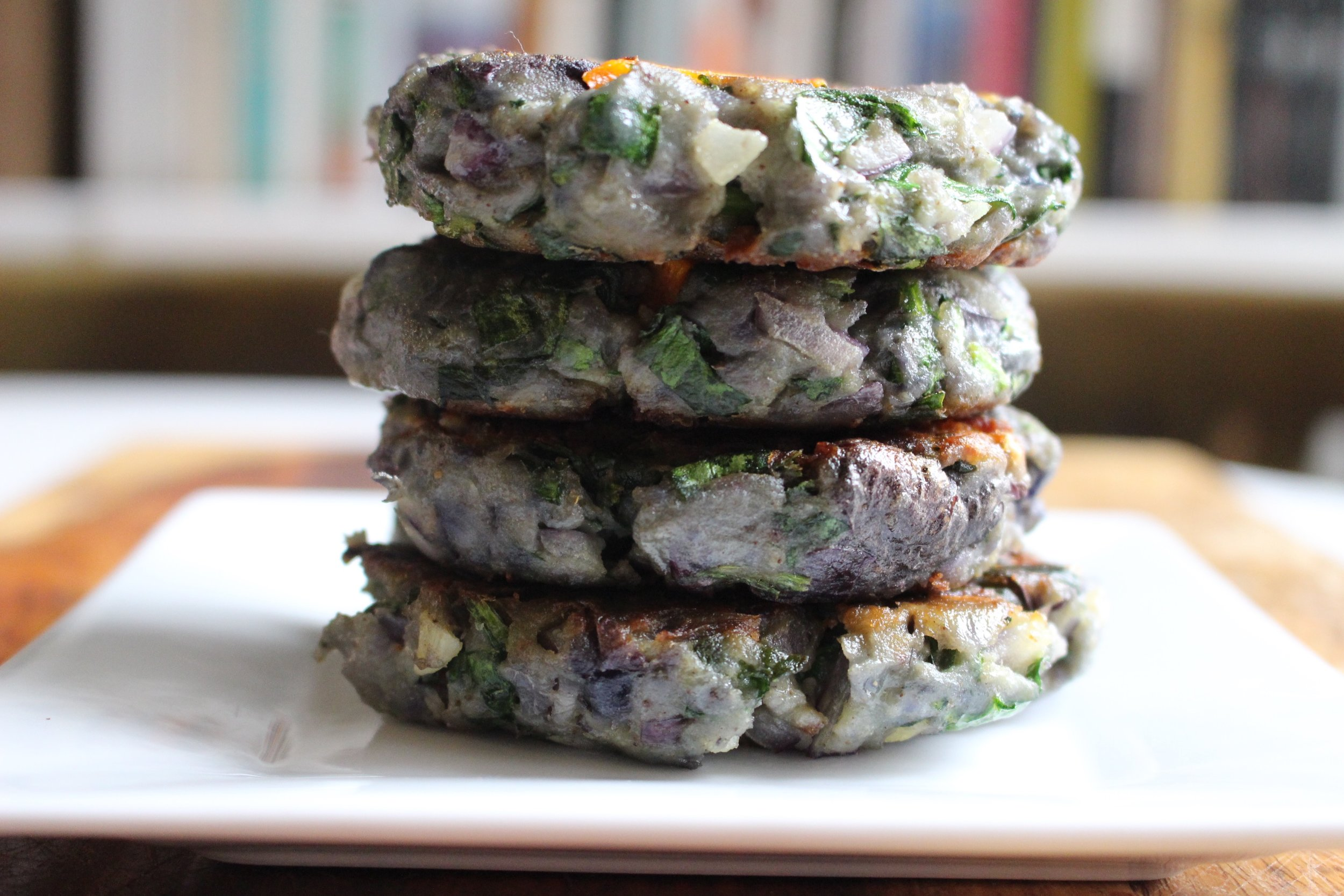 urple potato patties | Me & The Moose. Garam Masala fancies up these potato and spinach patties that are an otherwise simple lunch or dinner. The lightening bolt makes these irresistible to kiddos. #purplepotatoes #potato #veggieburgers #HarryPotterfood #HarryPotter