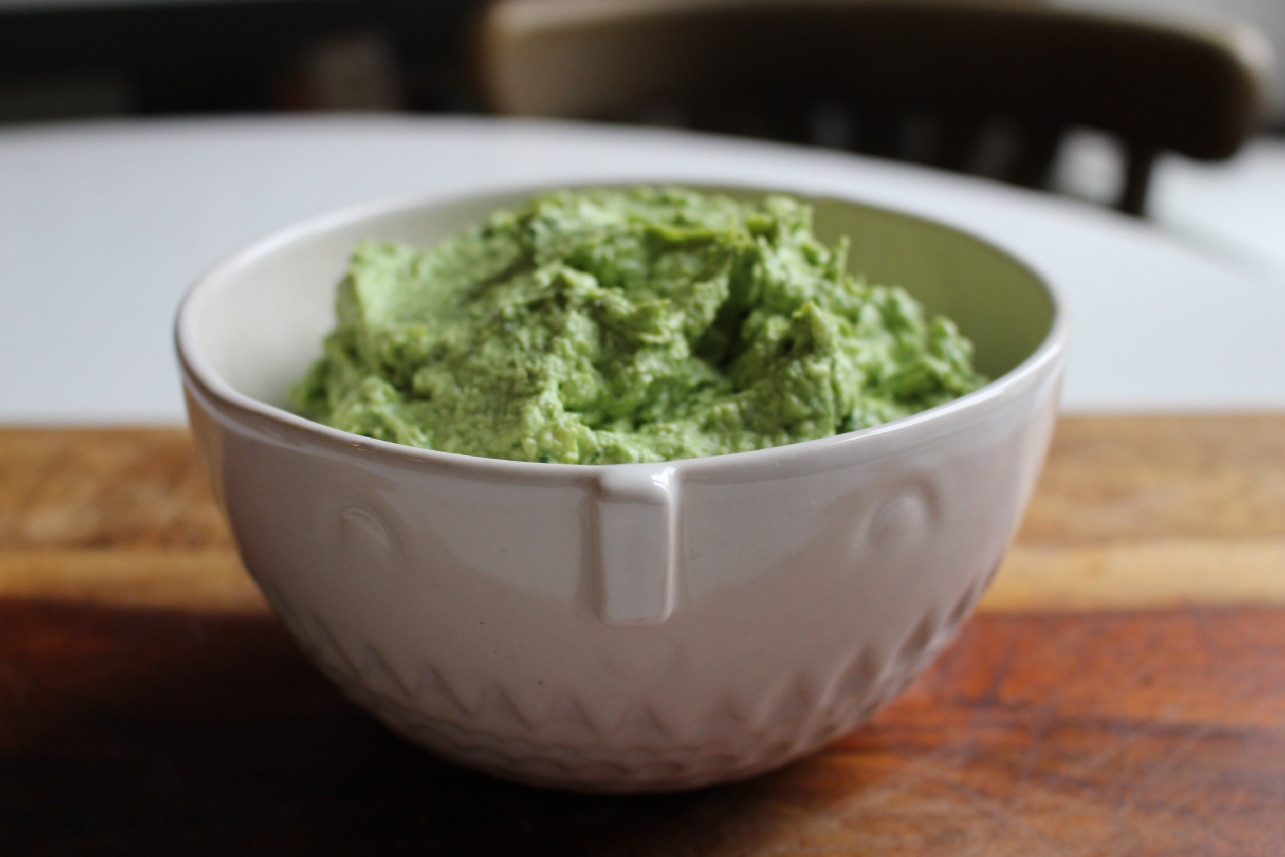 Spinach and artichoke spread | Me & The Moose. This veggie-heavy spread is quick, easy, and versatile for bus weeknights or any night, really. #meandthemoose #spinachartichokedip #spinachandartichoke #diprecipes #healthydips #healthydiprecipes
