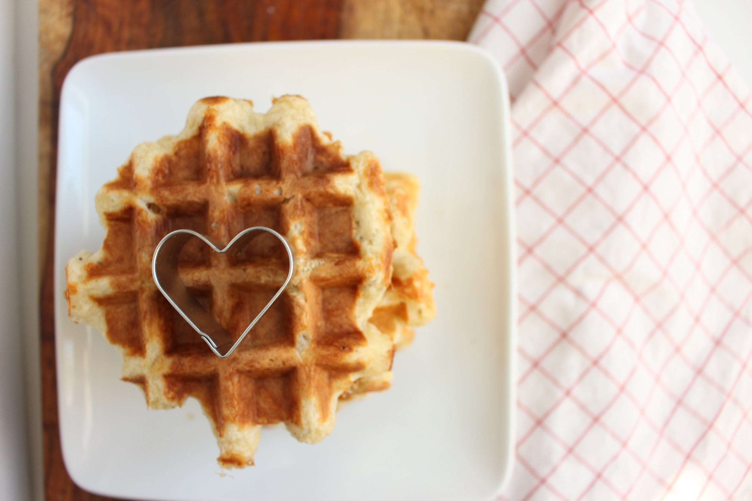 Tomato soup and cheese waffles   Me & The Moose. Winter weather means tomato soup and grilled cheese, so switch it up for your next snow day with cheese waffles. Also, you can skip the dairy and still make a creamy tomato soup if dairy isn't your thing. #meandthemoose #tomatosoup #cheesewaffles #wafflerecipes #souprecipes #dairyfreesoup #lunchrecipes