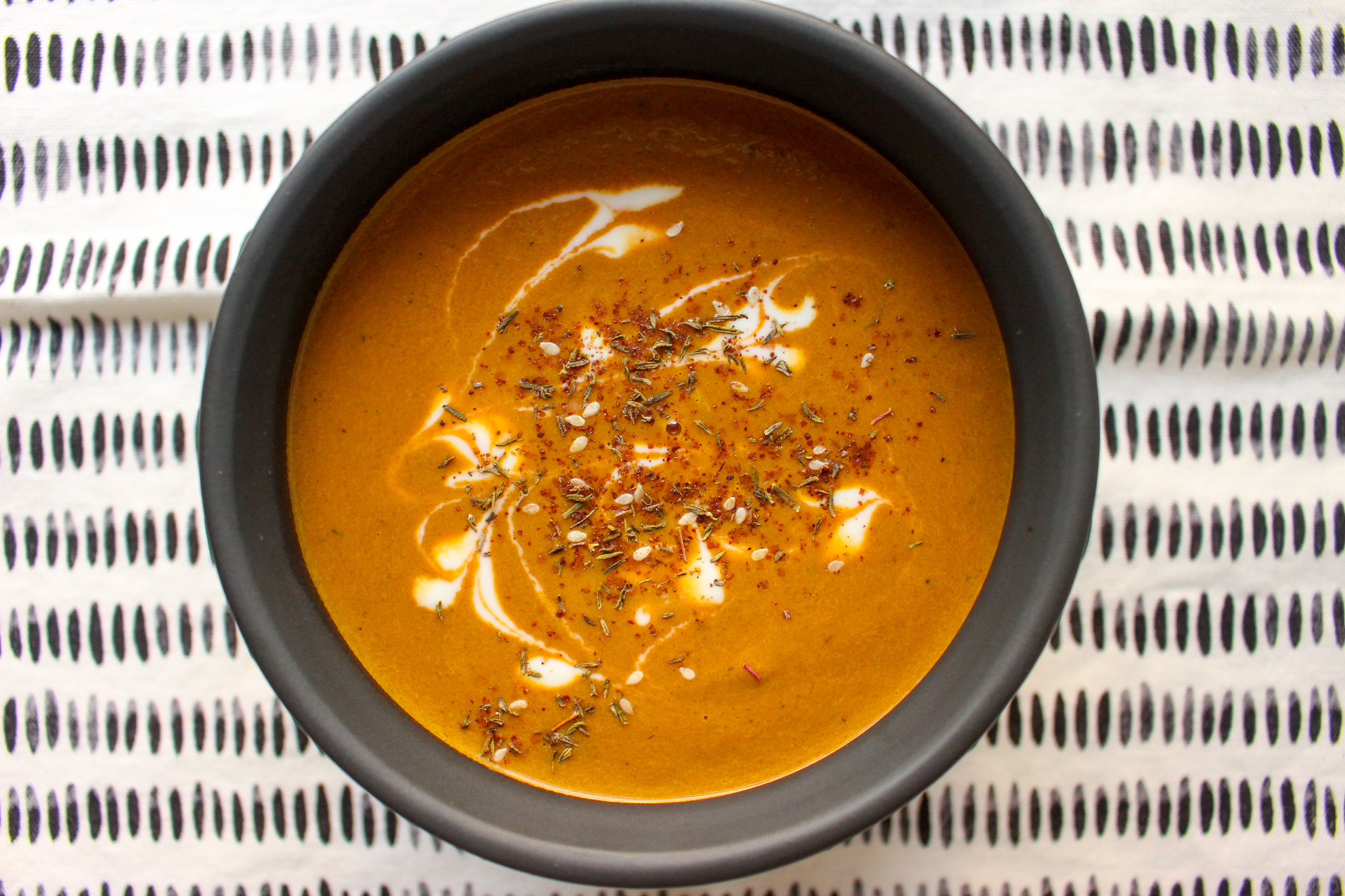 Purple carrot soup with za'atar | Me & The Moose. This carrot soup is a warm, hearty, and healthy lunch or light dinner. #meandthemoose #carrotsoup #purplecarrots #za'atar #glutenfree #vegan