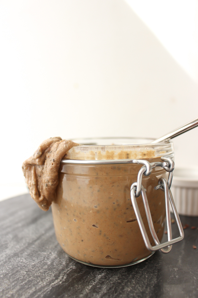 Sunflower seed butter | Me & The Moose. This homemade sunflower seed butter tastes so much better than store-bought and is fortified with flax and chia seeds. #meandthemoose #sunflowerseedbutter #lunchboxideas #lunch #lunchbox #sunflowerseedrecipes #sunflowerseedbutterrecipes #lunchboxrecipes #schoolsaferecipes #nutfreerecipes