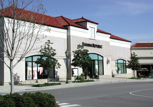 Banana Republic   Completed multiple projects at this upscale lifestyle center for Bayer Properties  Completed projects for national tenants including Banana Republic, California Pizza Kitchen, and Abercrombie & Fitch plus many more  Property is located in Birmingham, AL