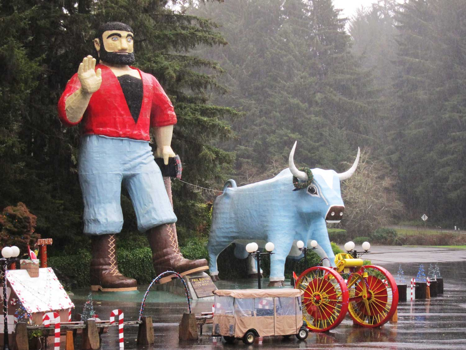 Paul Bunyan & Blue at the Trees of Mystery