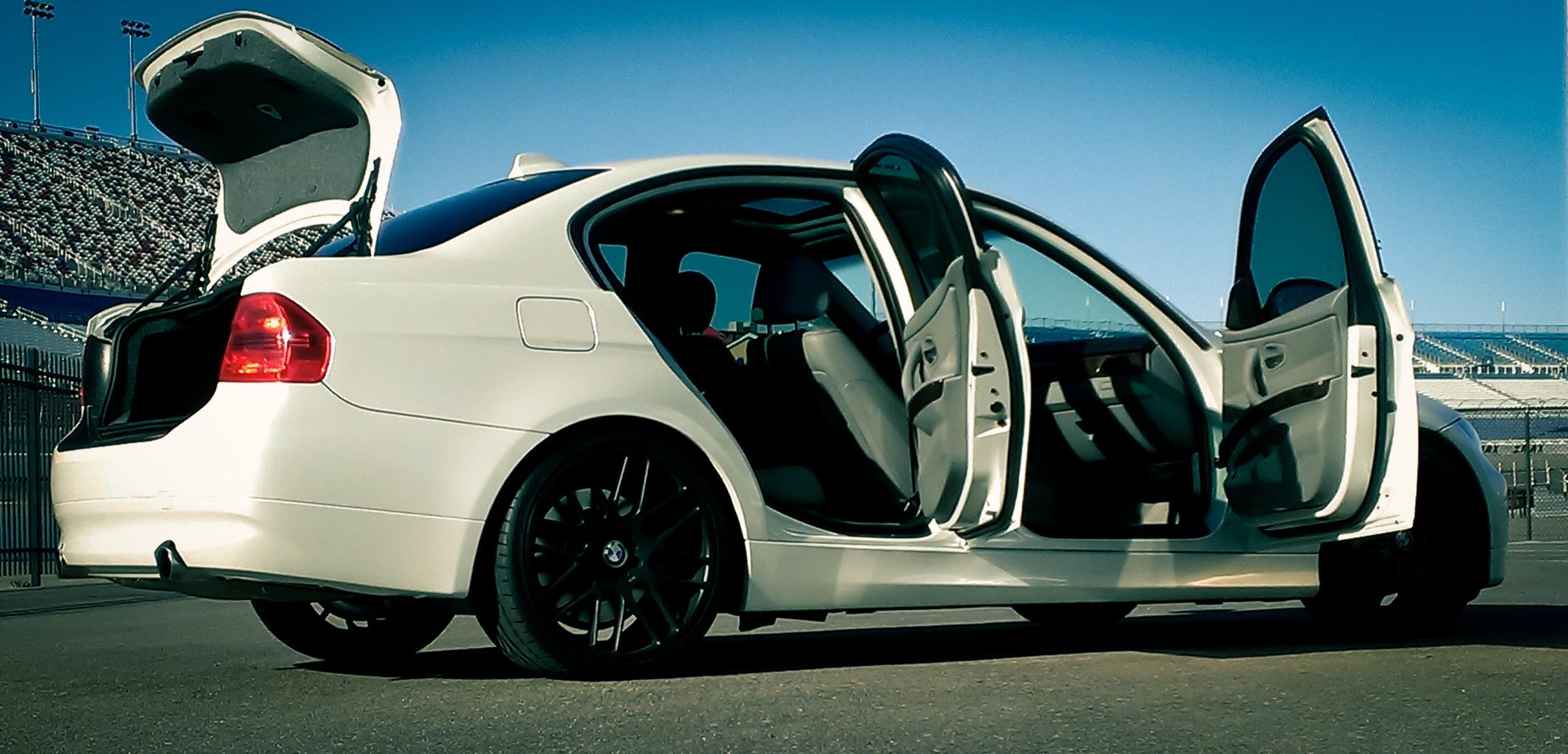 BMW 335i Pearl White.jpg