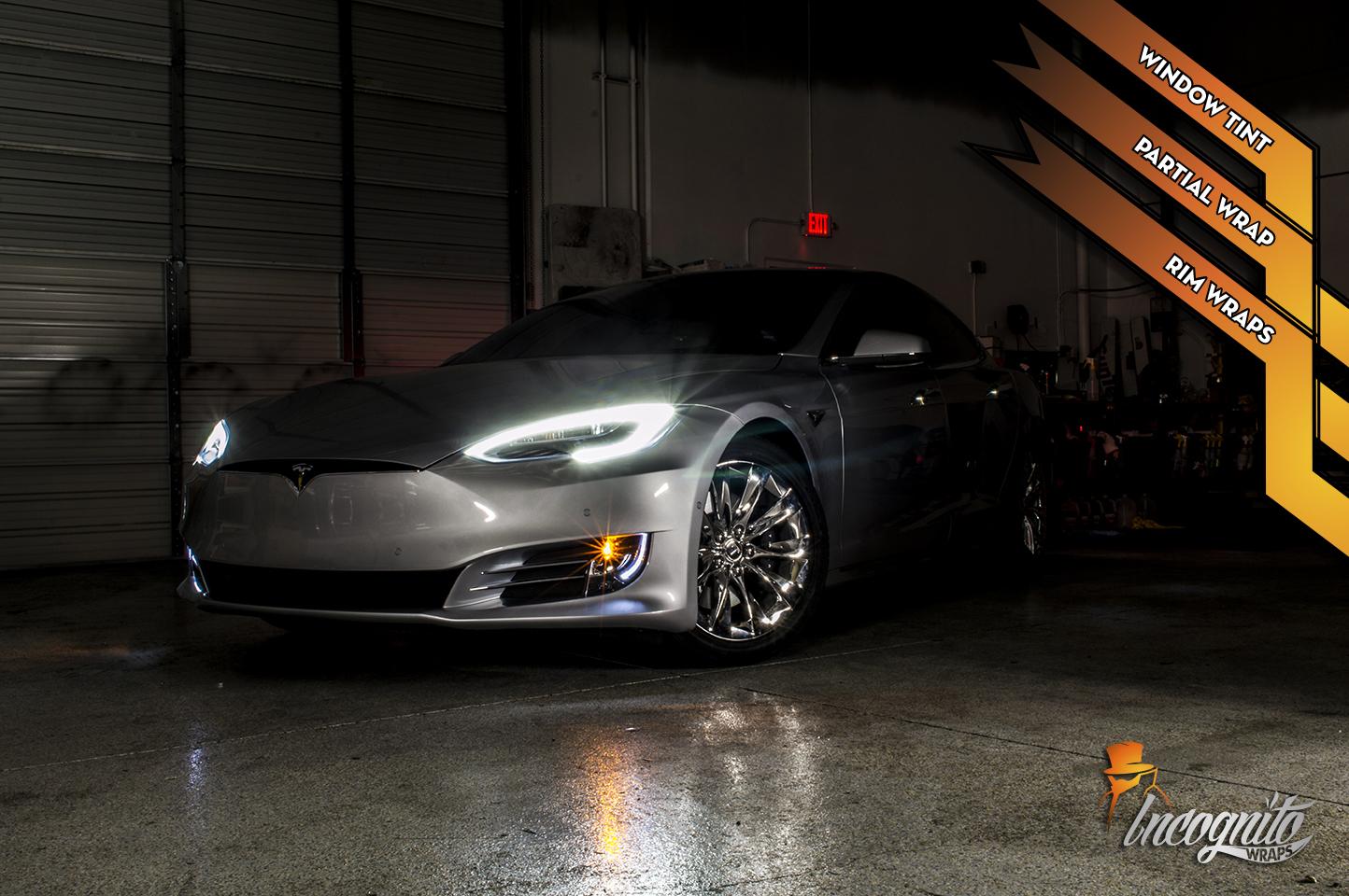 Tesla Model S - Chrome Rims and Black Top