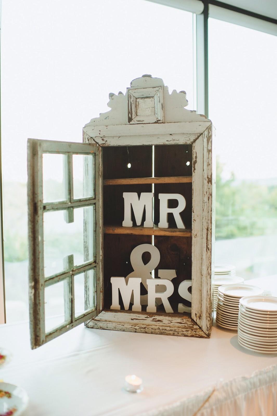 dundas golf and curling club wedding photo kj and co vintage rentals hamilton wedding planner
