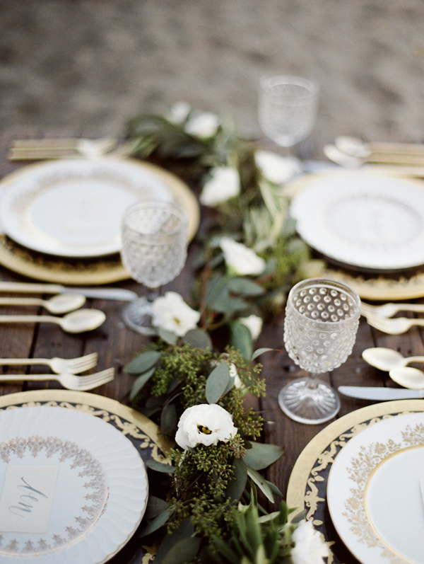 Bluffs Inspiration Shoot  | As seen on Ruffled Blog Image by  Jessica Rose Photography