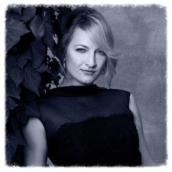 ZOËBELL  (Taurus Award Winner)    Stunt Coordinator  Stuntwoman  Actress
