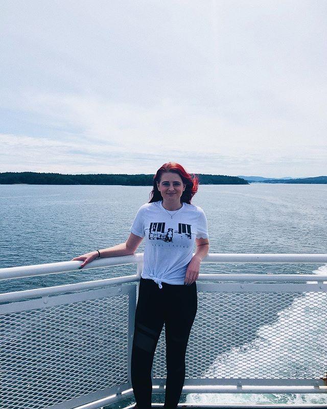 I'm on a boat I'm on a boat Everybody look at me, 'cause I'm sailing on a boat I'm on a boat I'm on a boat Take a good hard look at the mfin' boat