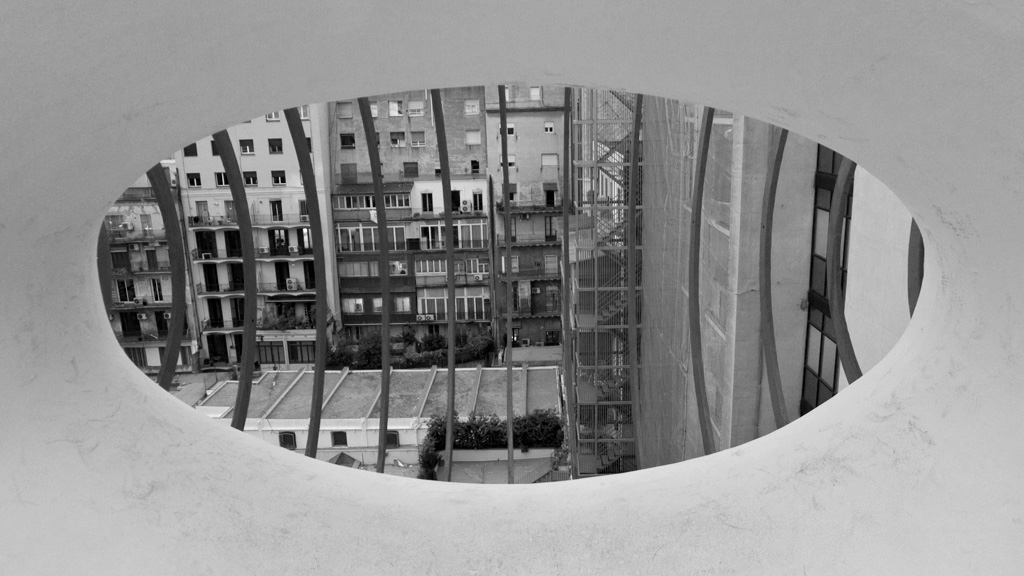 batllo_rooftop_window_bw.jpg
