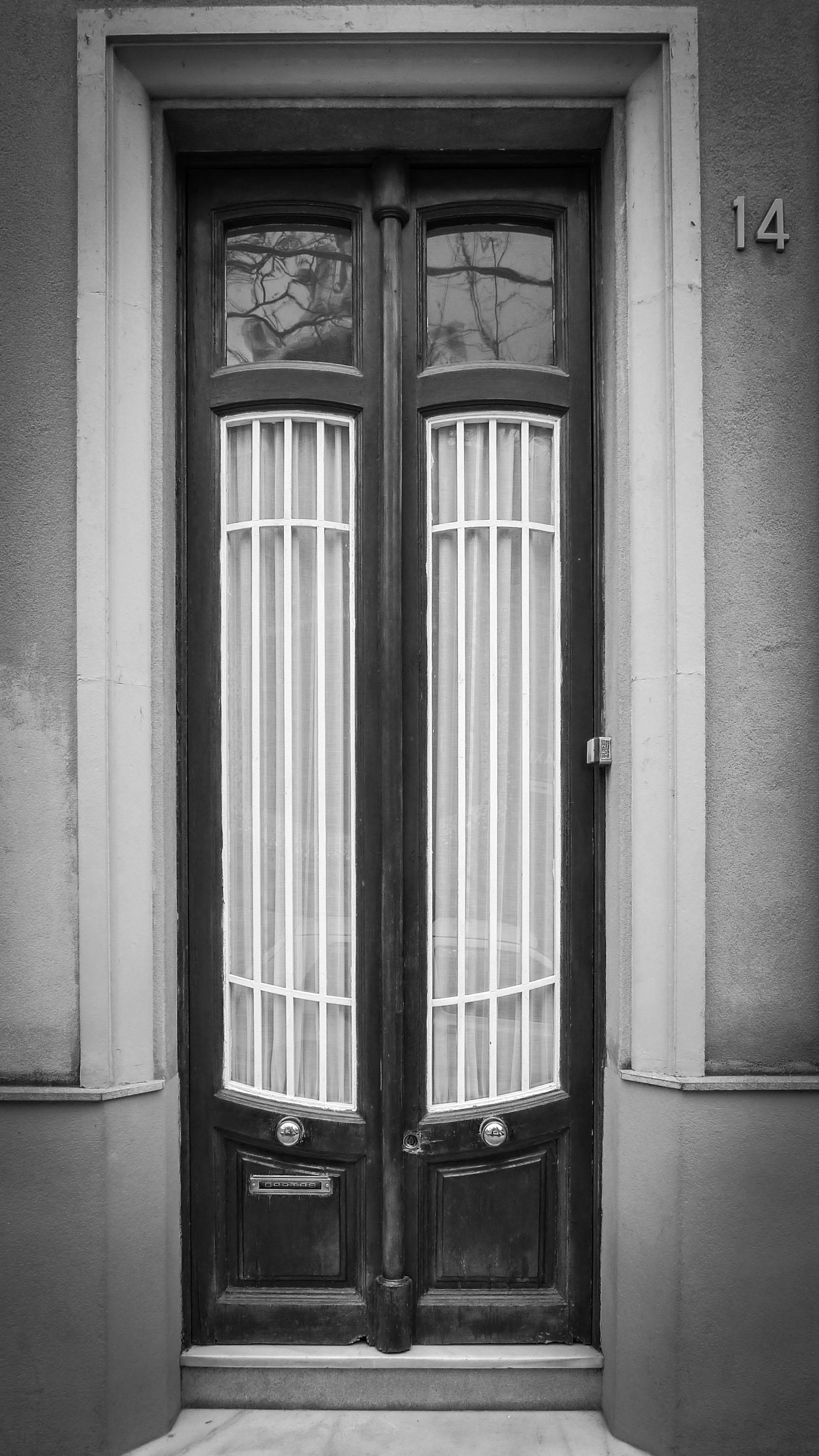 barcelona_door_bw2.jpg