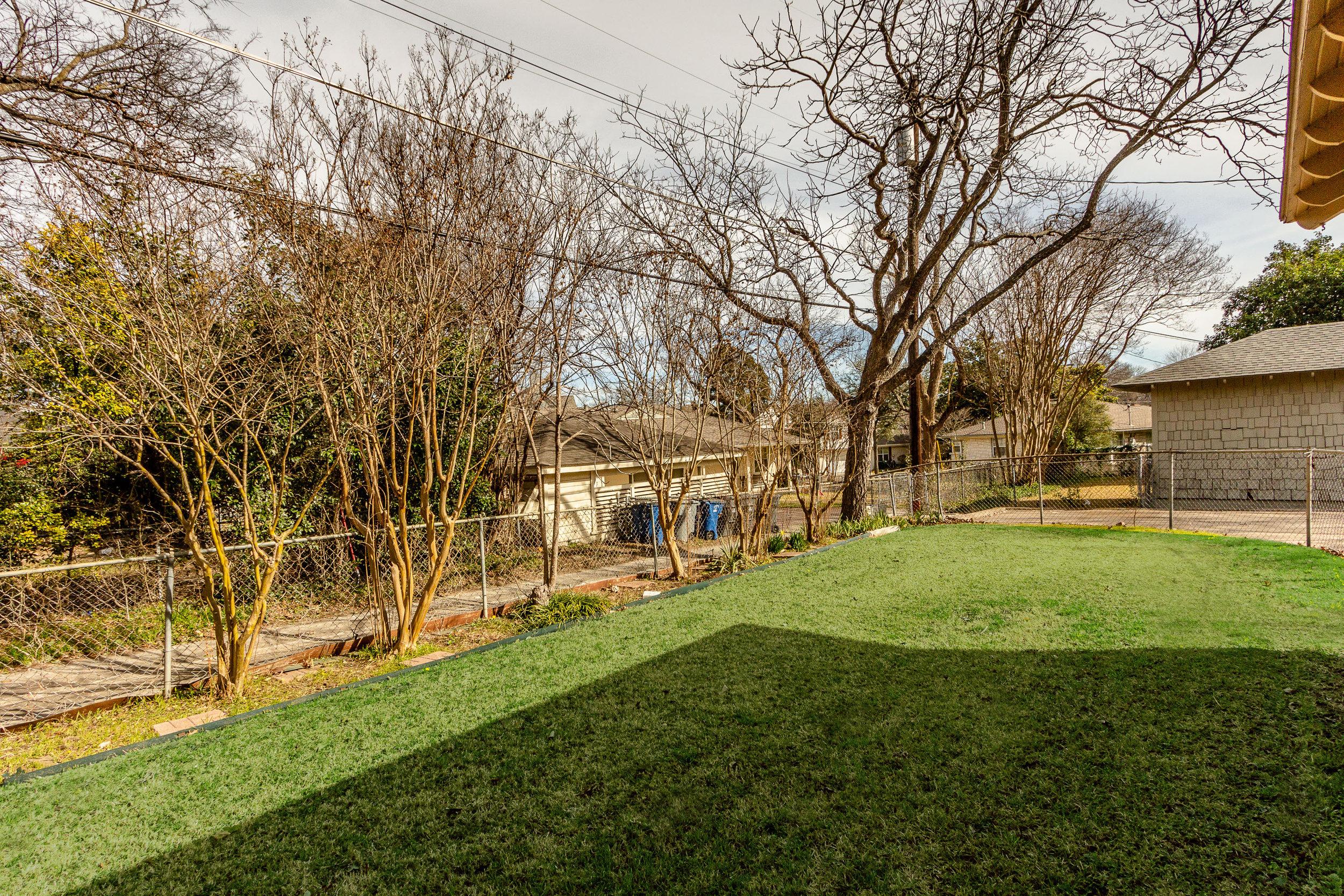24_Backyard.jpg