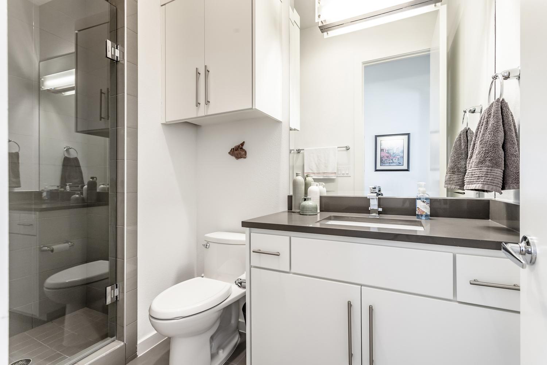 13_Bathroom1.jpg