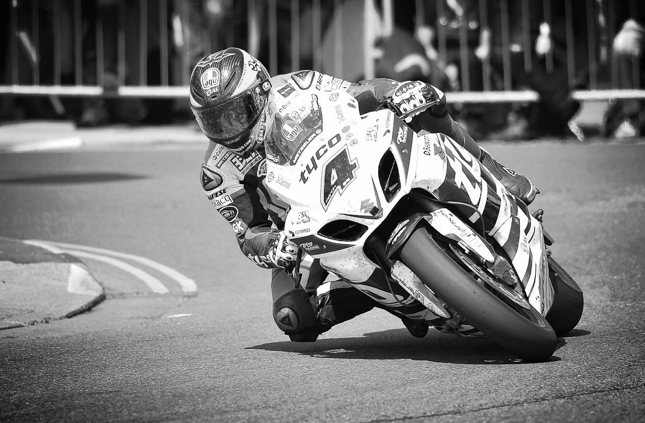motorbike-438464_1280.jpg