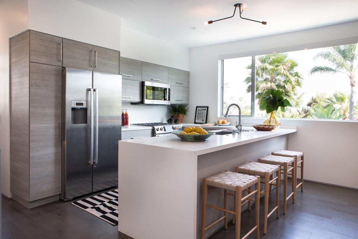 6_kitchen barstool open floor plan island peninsula.jpg