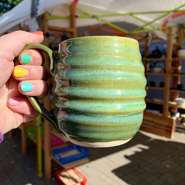 #muglife #mugshot #potterymug #mugaddict #mugoftheday #handmade #ceramiche #ceramiclife #ceramicist #ceramicarts #ceramicsofinstagram #ceramicglaze #potterylife #potteryaddict #potteryart #potterystudio #potterydesign #potterymaking #washingtonian #outdoor #pnw #ourpnw #pnwlove #pnwadventure #pottersofinstagram #superpotlady #progressoverperfection #cone6oxidation #wheelthrown #handmadeceramics