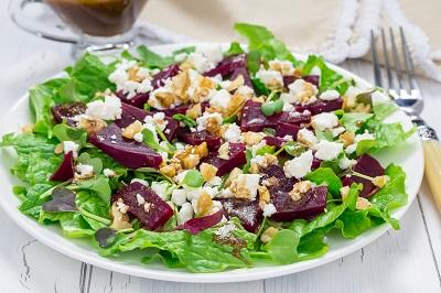 Beet Salad w. goat cheese & walnuts