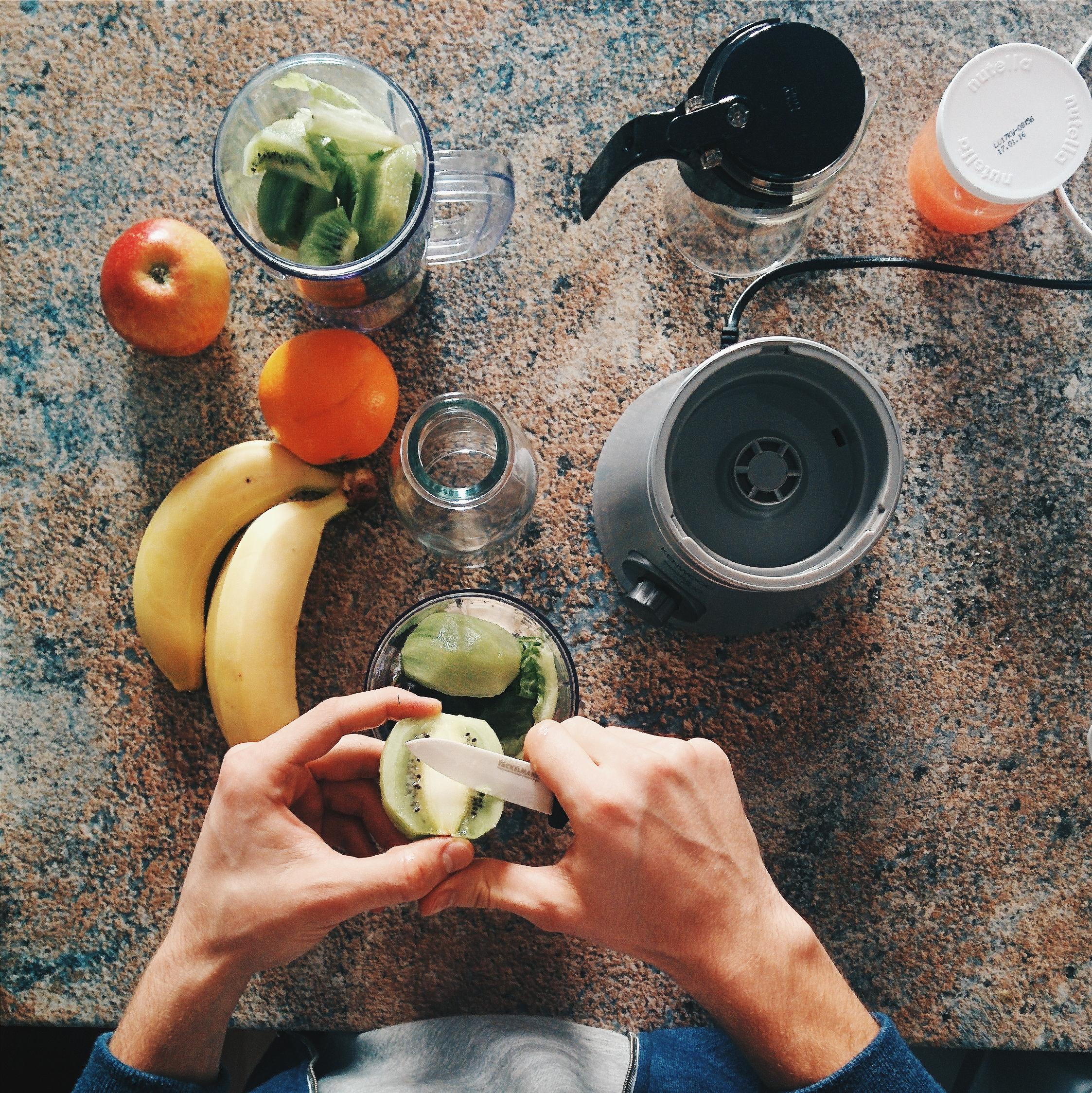 foodiesfeed.com_making-healthy-smoothie.jpg