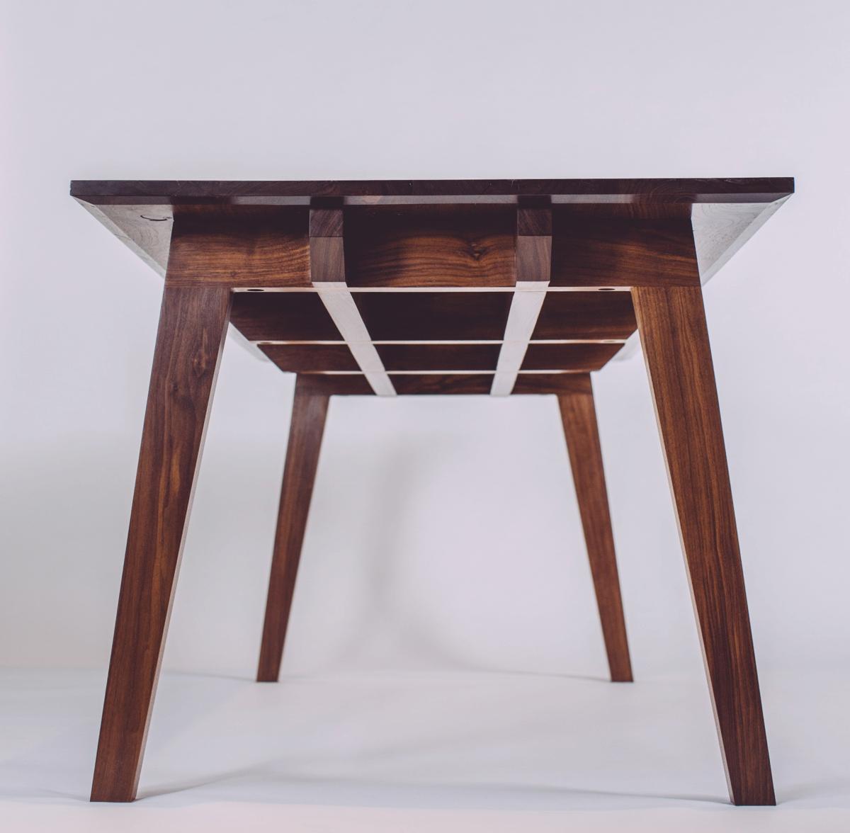 skana table_185204.jpg