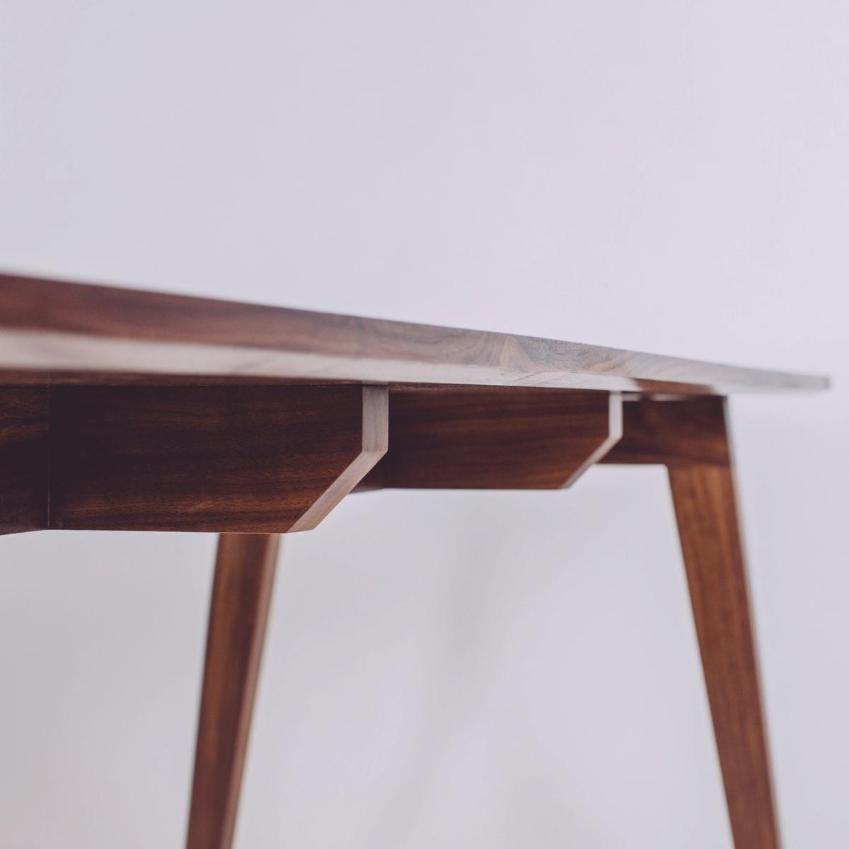 skana table_185600.jpg
