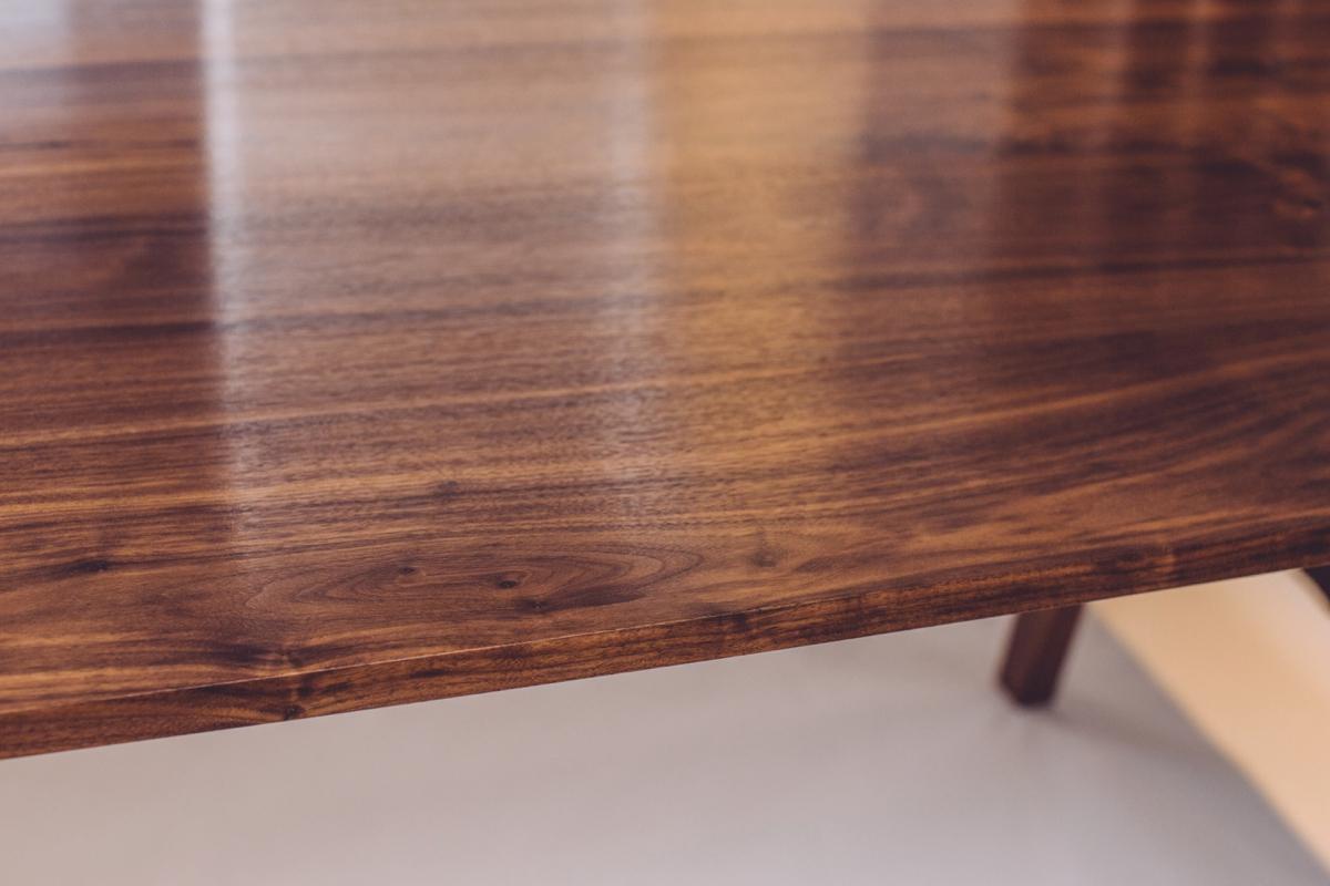 skana table_190655.jpg