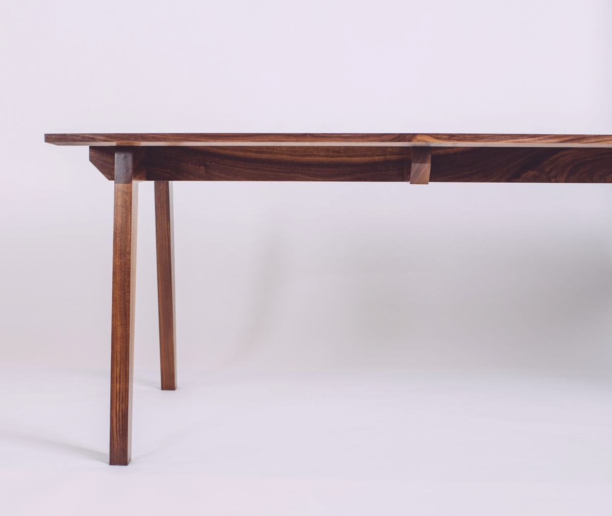 skana table_191954.jpg