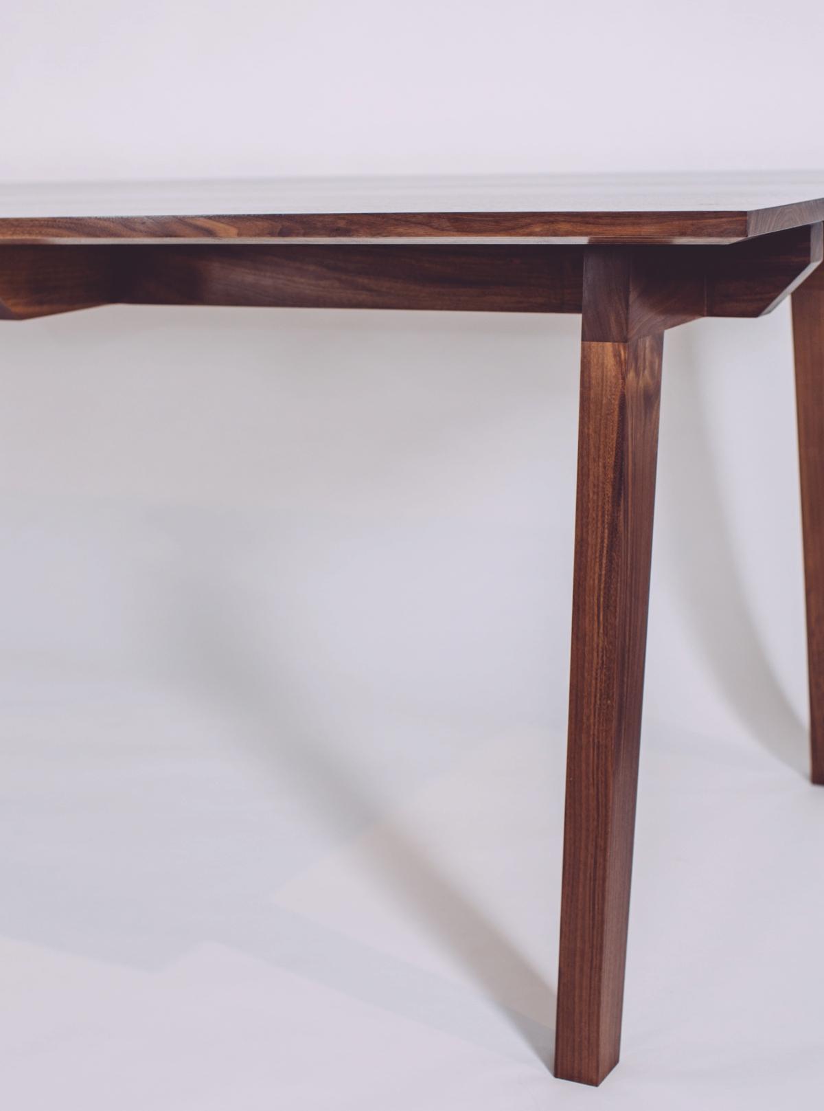 skana table_192356.jpg
