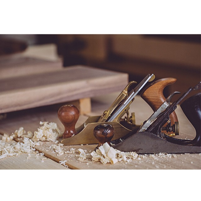 Another pic taken by @_helloimjoe  of my lie Nielsen No. 4 and my Bailey No. 3 #handtoolthursday #woodshop #woodworking #handmade #handmadefurniture #furnituredesign #design #skanadesign #lienielsen #bailey