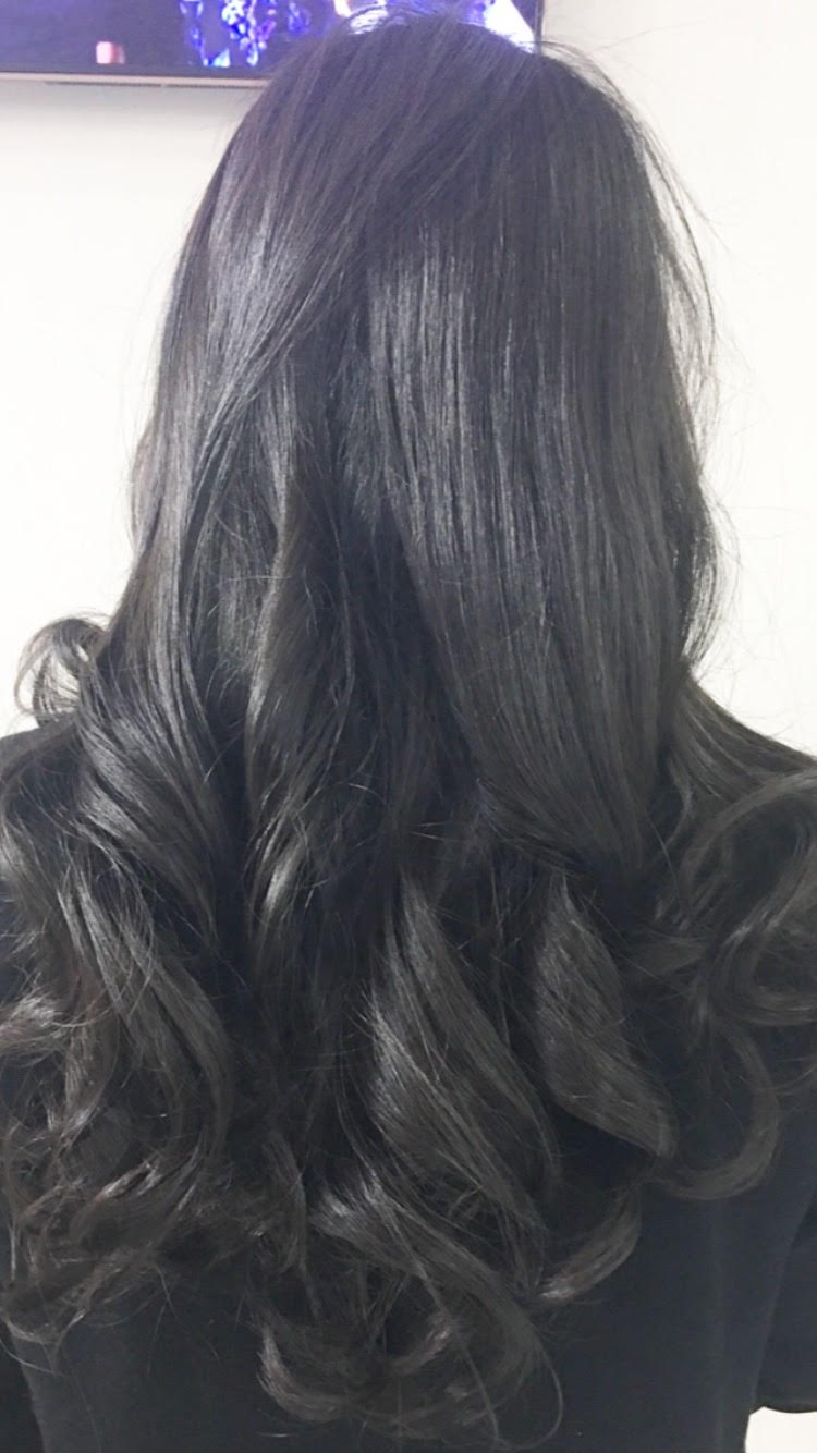 Long long wavy hair at GS blowdry bar Manhattan New York City Midtown.jpg