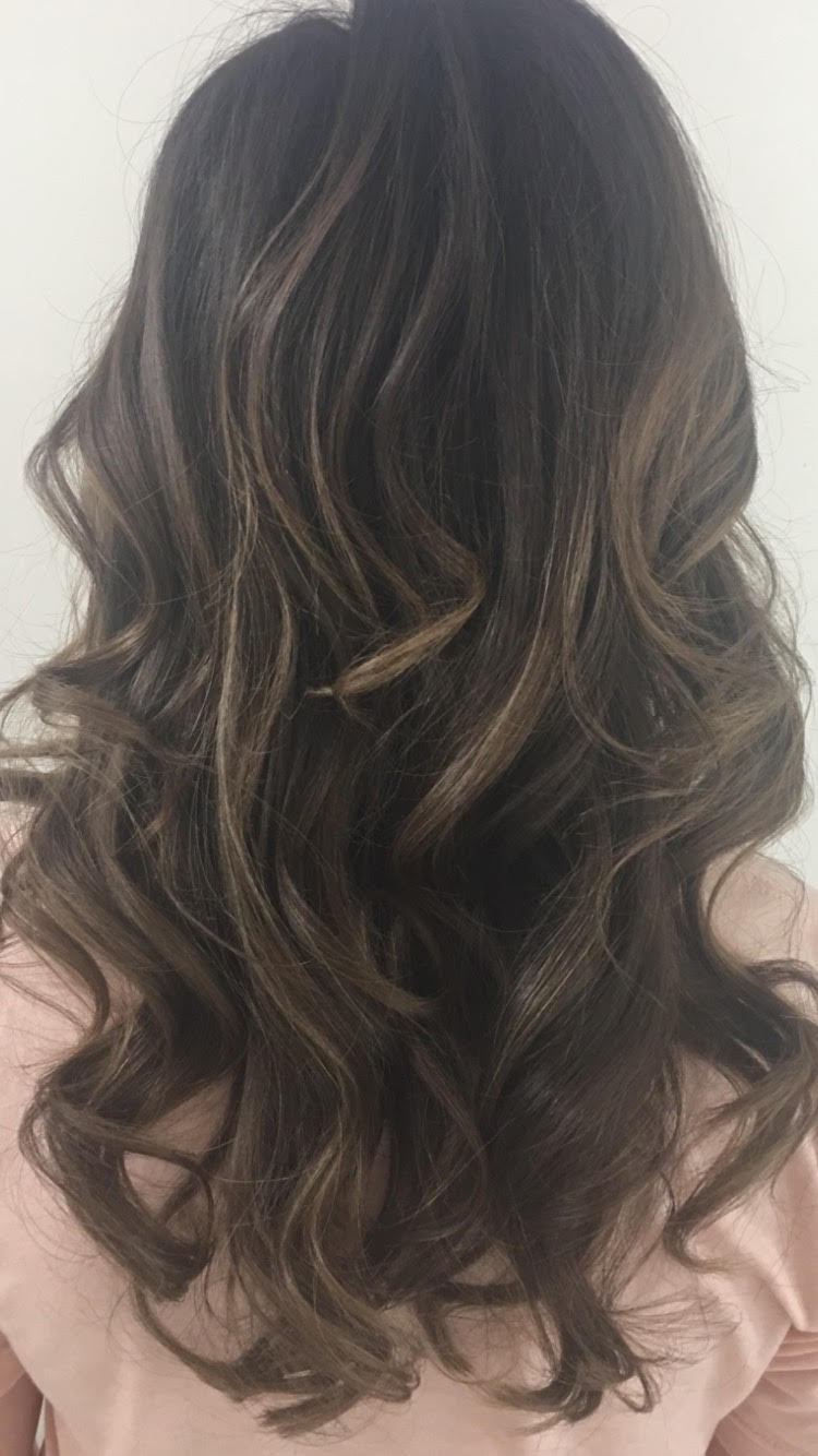 Long wavy blowdry with curling iron at GS blow dry bar midtown New York City.jpg