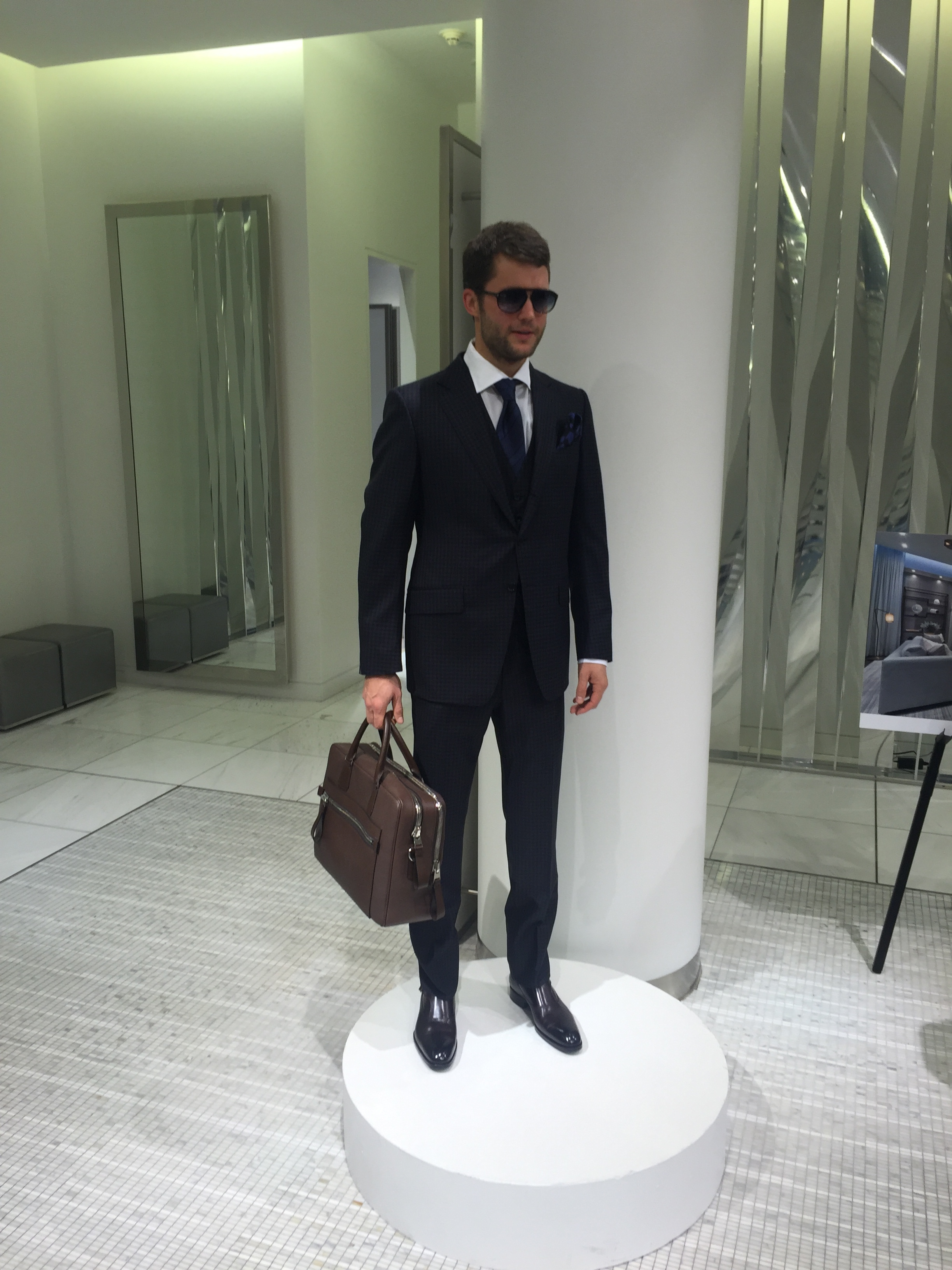 Suit and sunnies, TOM FORD.