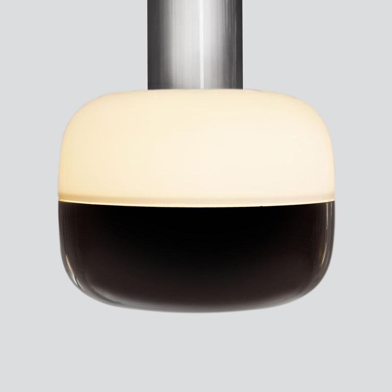 Opal Top/<br>Black Bottom