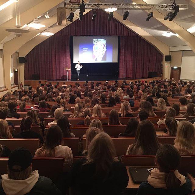 Föreläsningar för #DeLaGardieskolan, rundar av med en kvällsföreläsning riktat till föräldrar.