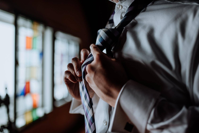 Red Maple Vineyard groom puts on tie