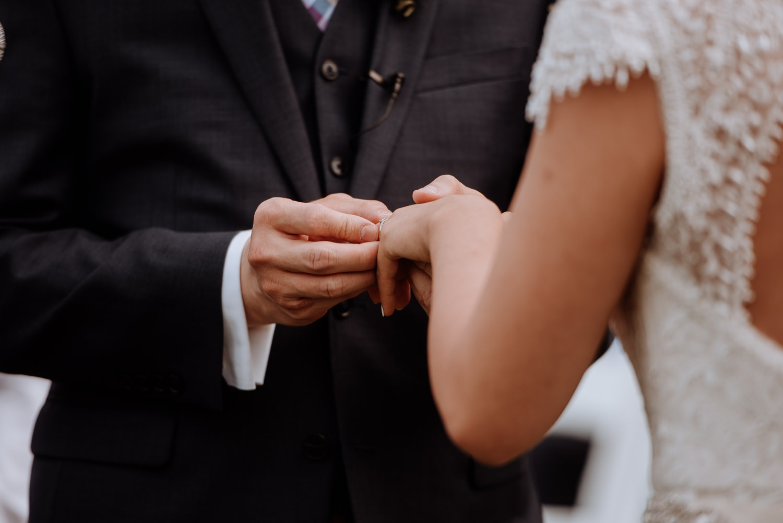 Red Maple Vineyard wedding ceremony outdoors