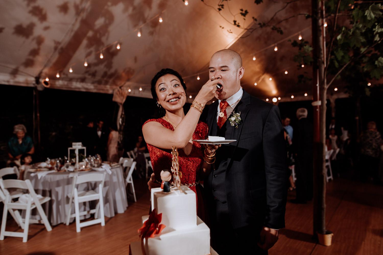 cake cutting at red maple wedding