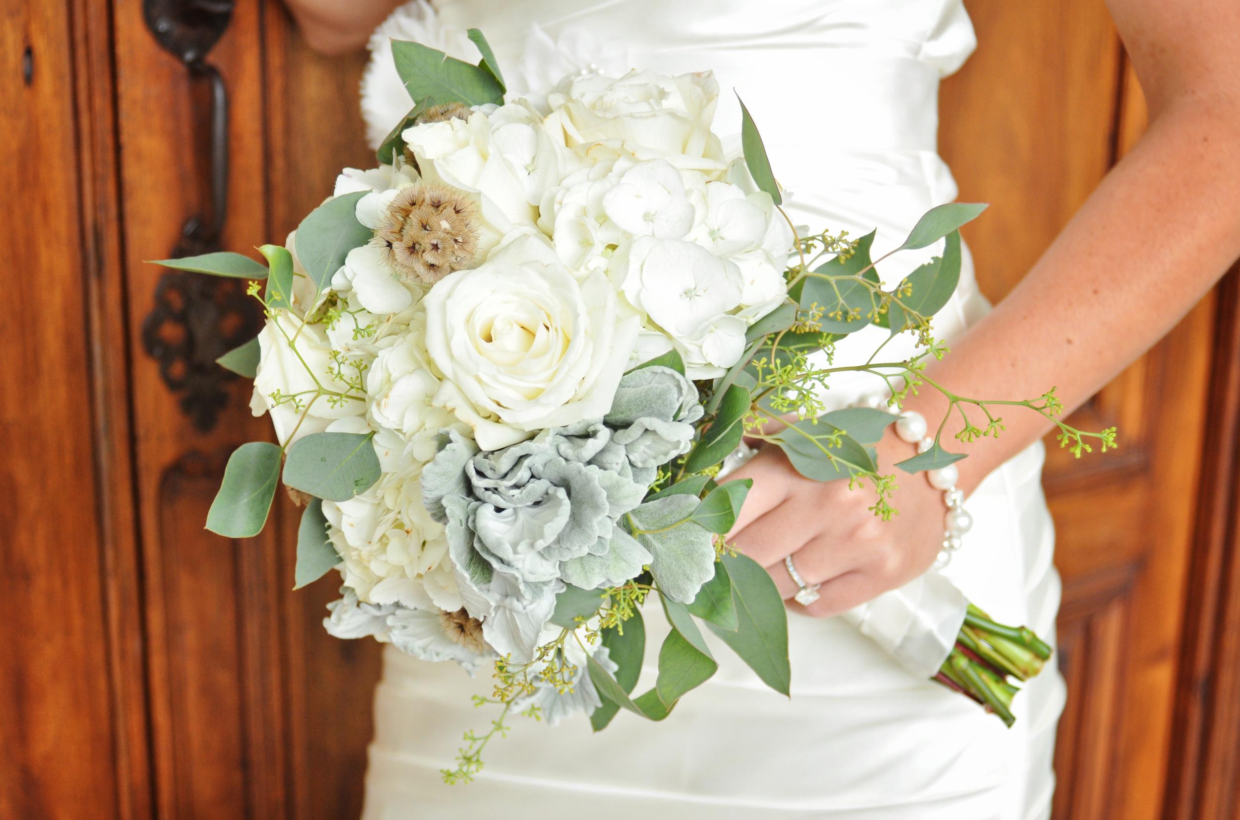 Rustic White, Pratt Place Inn & Barn, Bettencourt Chase Photography, Bouquet