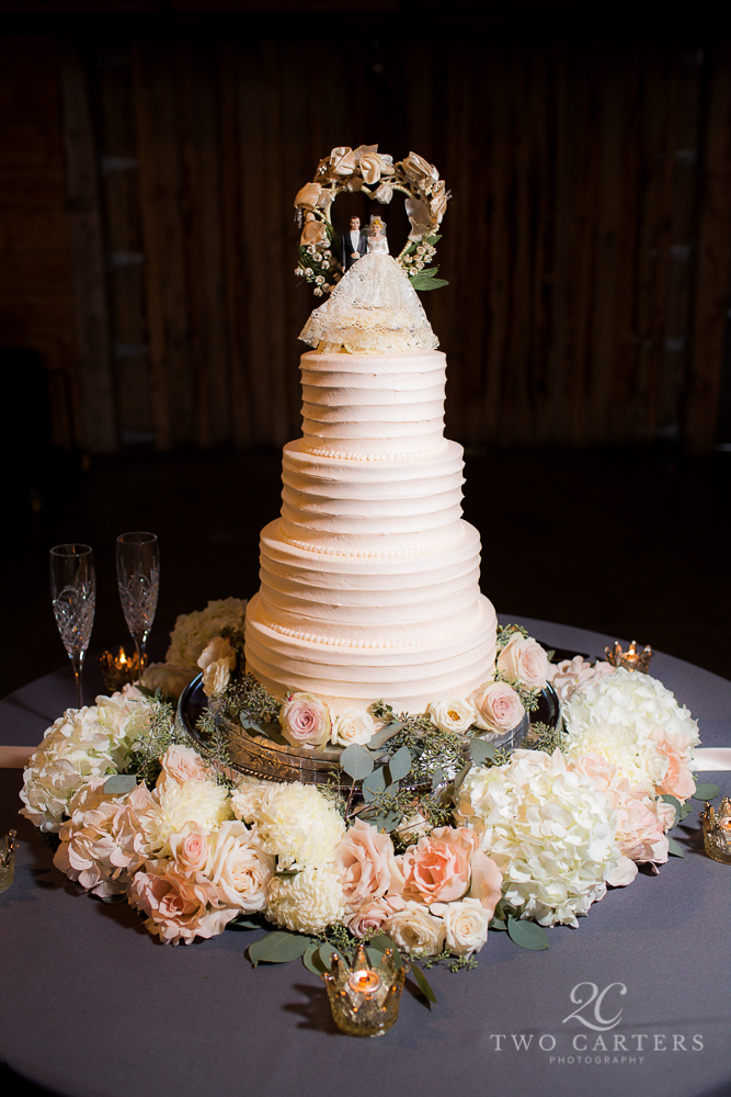 Oh...and look at that cake! I love decorating cakes with fresh flowers!!